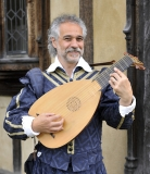 Dante Ferrara: wedding lute player